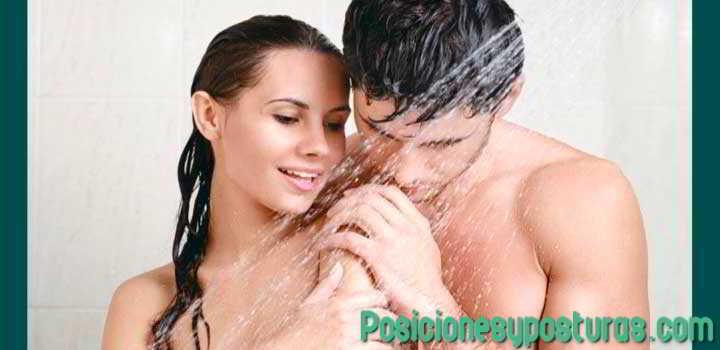 Parados en la ducha