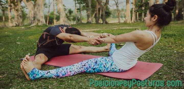 posición de yoga del ángulo
