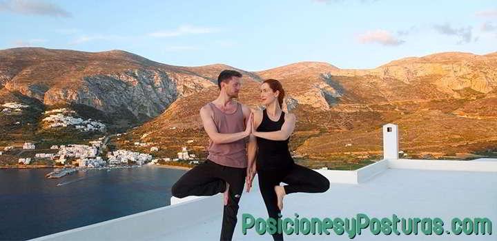 postura de yoga de doble árbol