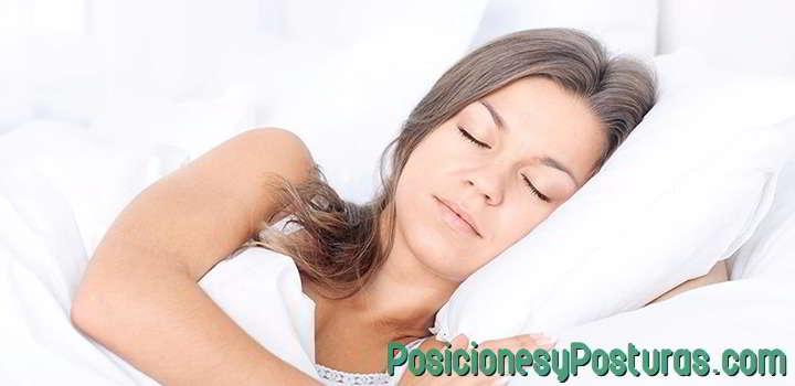 dormir con la cabeza elevada para dejar de roncar