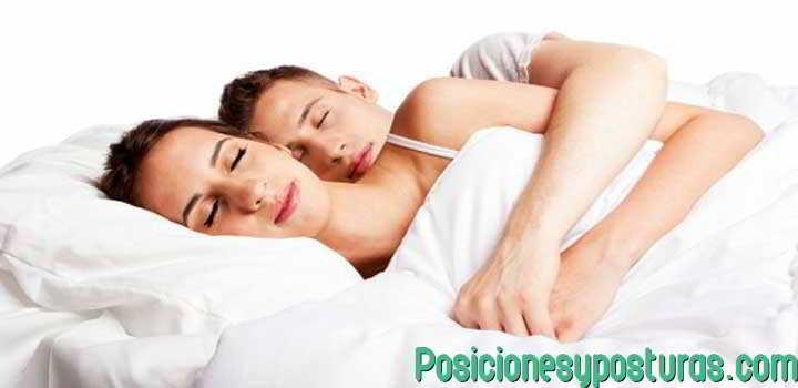 posicion dormir abrazado